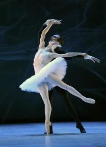 Kuva Dortmundin baletista Joutsenlampi_kuva Dormundin Baletin kuva-arkisto