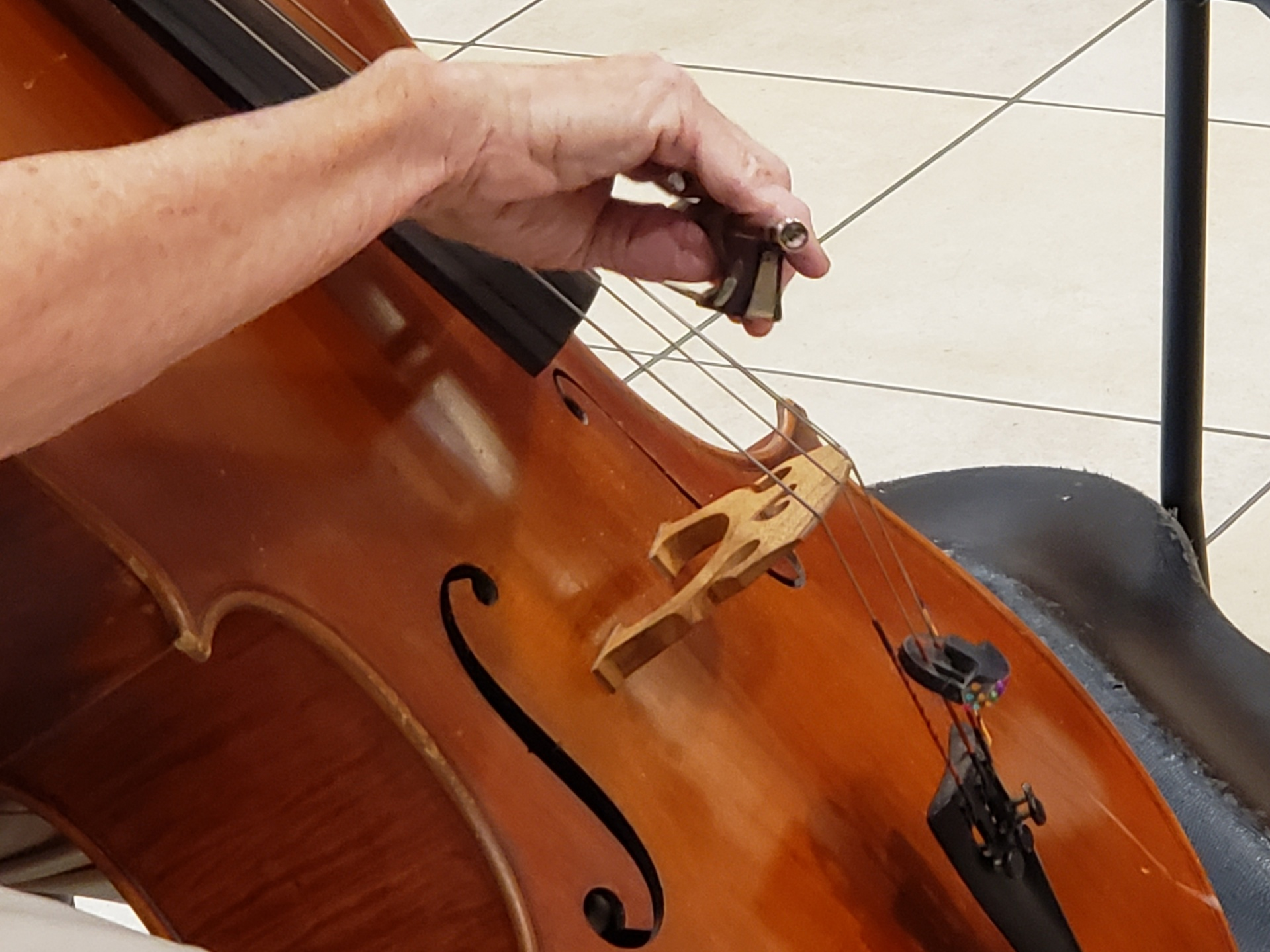 cellist-playing-music